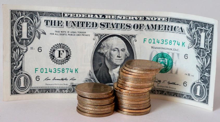 Доллар США дешевеет из-за неопределенности в судьбе налоговой реформы
